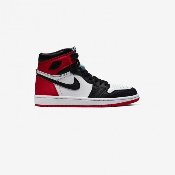 Nike Air Jordan 1 Retro High | Satin Black Toe